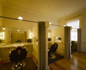 6_tgr_barbering_stations